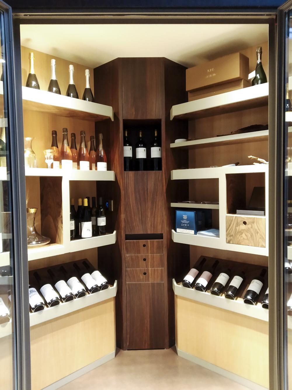 Cantina vini legno di palissandro, piuma di noce naturale e ai profili in acciaio