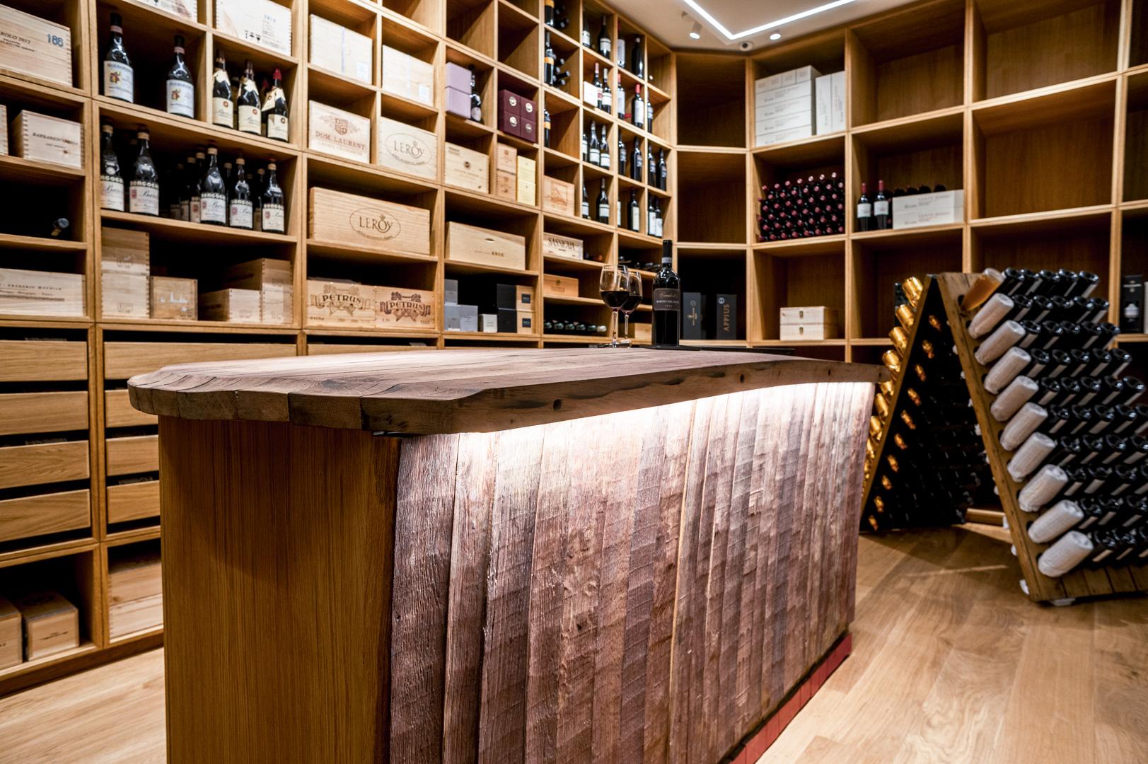 Wine room in legno su misura