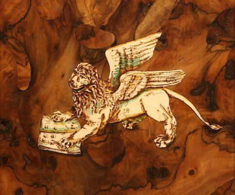 intarsio in legno leone di venezia